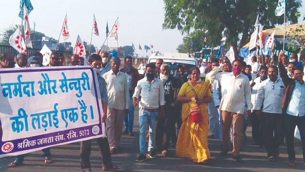 'दिल्ली चलो, डेरा डालो, घेरा डालो' लोकसंघर्ष मोर्चाचे साथी दिल्लीकडे रवाना