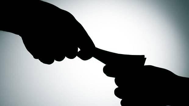 चाळीसगाव : बँक ऑफ बडोद्याचा एजंट जाळ्यात ?
