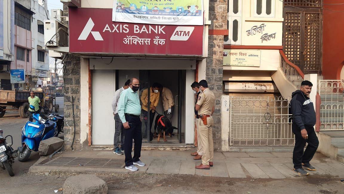 Video धुळे : ॲक्सिस बँकेचे एटीम फोडण्याचा प्रयत्न