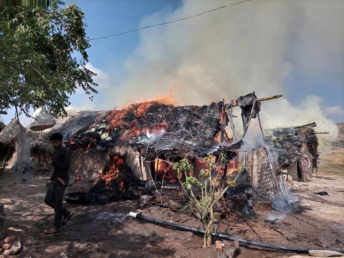 नांदगाव : झोपडीला  आग लागून वृध्दाचा मृत्यू