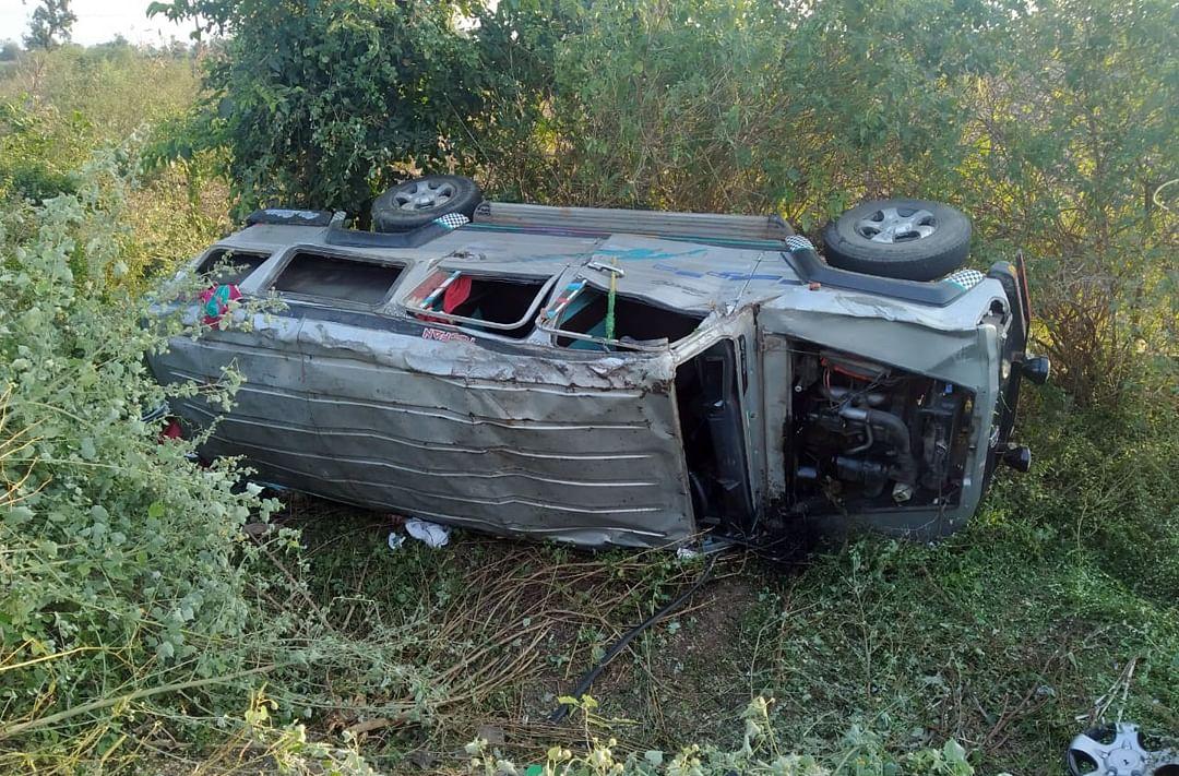 बऱ्हाणपुर-अंकलेश्वर महामार्गावर क्रुझरचा अपघात ; दहा जण गंभीर