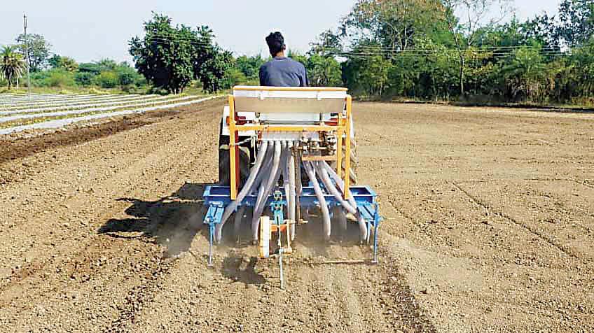 Video : दिंडोरी : कांदा बियाणे पेरणी यंत्राला पसंती