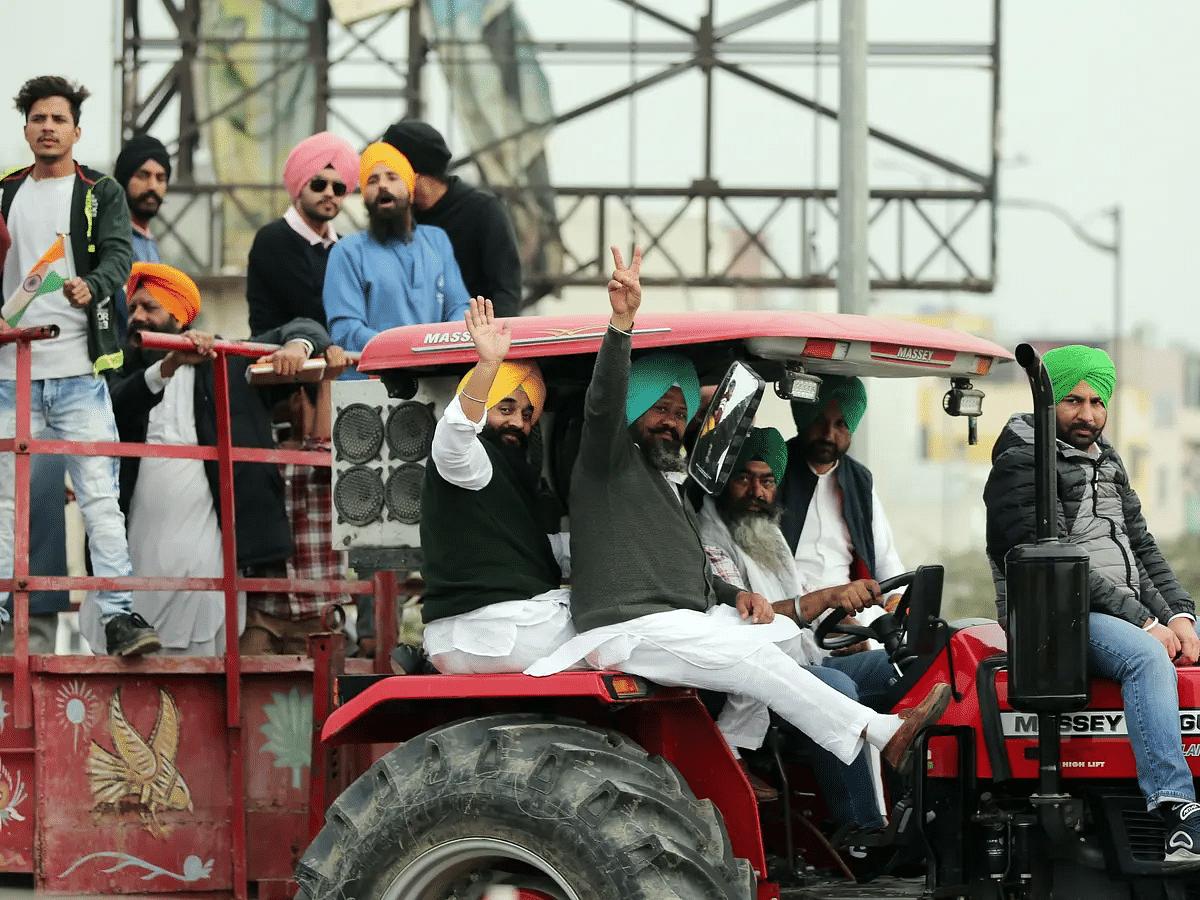 शेतकरी आंदोलन : 700 ट्रॅक्टरांसह हजारो शेतकरी दिल्लीच्या सीमेवर धडकले