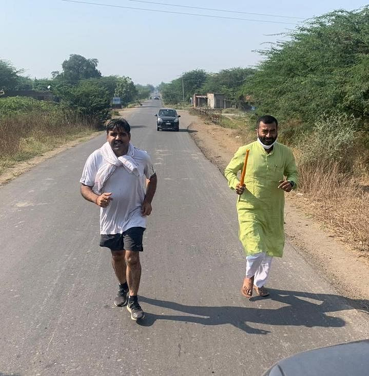 Public awareness about Corona: Jangda runs to complete Nashik-Shirdi distance