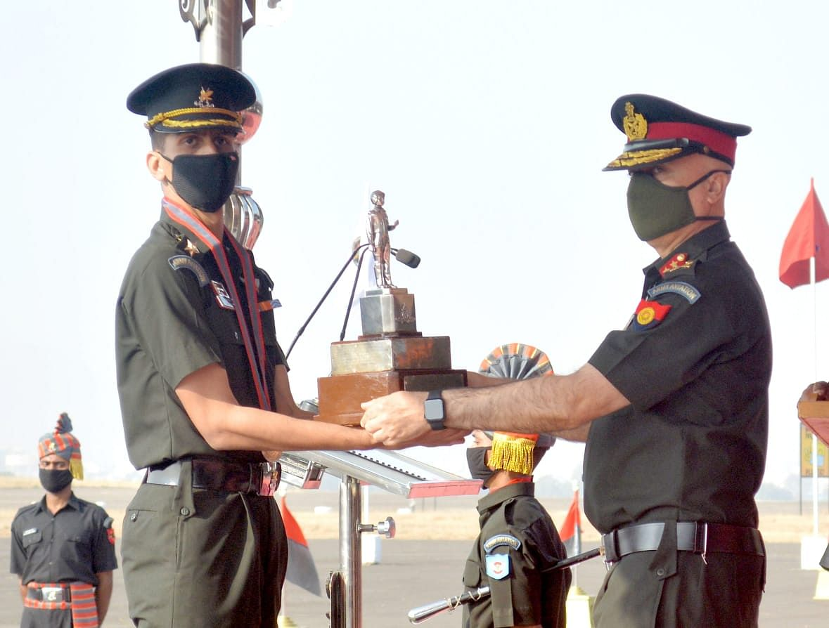 33 army officers get Aviation Wings