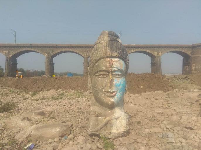 खोदकाम करताना सापडली महादेवाची 1 टन वजनाची प्राचीन मूर्ती