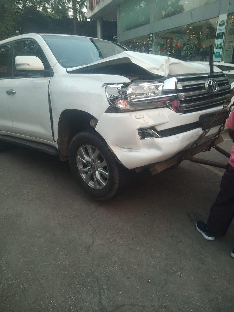 मंत्री एकनाथ शिंदे यांच्या गाडीला अपघात