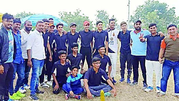 क्रिकेट स्पर्धेत वावी संघाची विजयी सलामी