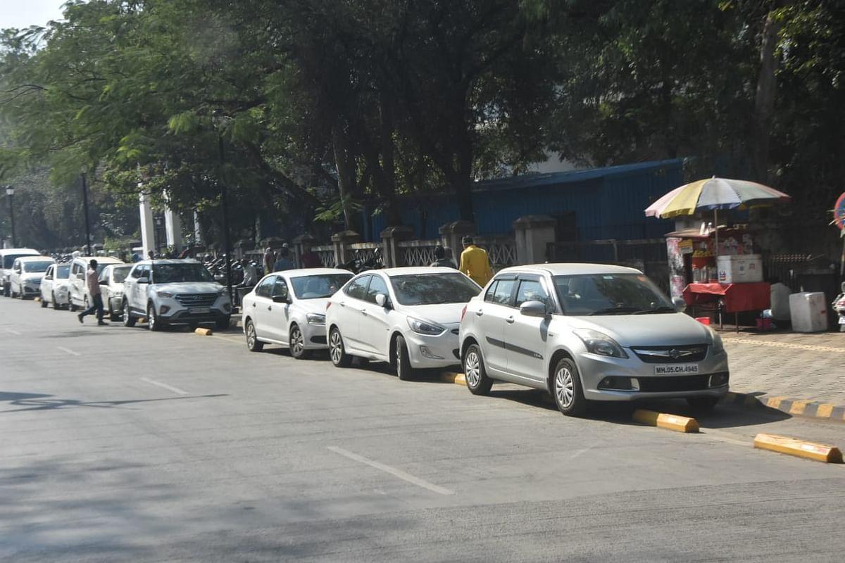 नाशिकमधील स्मार्ट रोडवर कुठेही करा पार्किंग