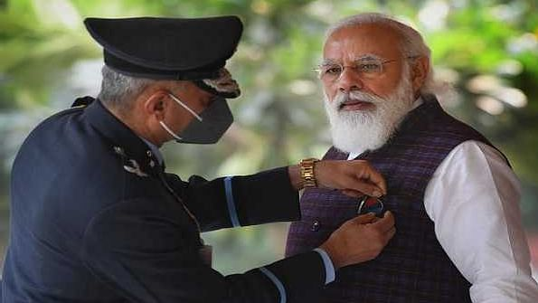 VP, PM express gratitude to soldiers on Armed Forces Flag Day