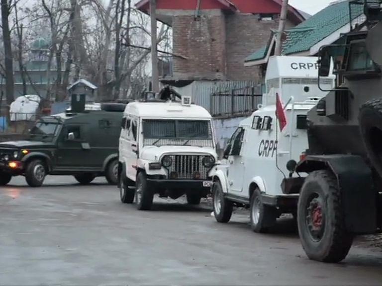 जम्मू-काश्मीर : पुलवामामध्ये चकमक, दोन दहशतवाद्यांचा खात्मा