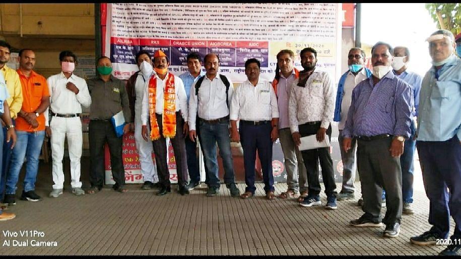 कामगार विरोधी धोरणात रेल्वे कर्मचार्यांचीद्वार सभा