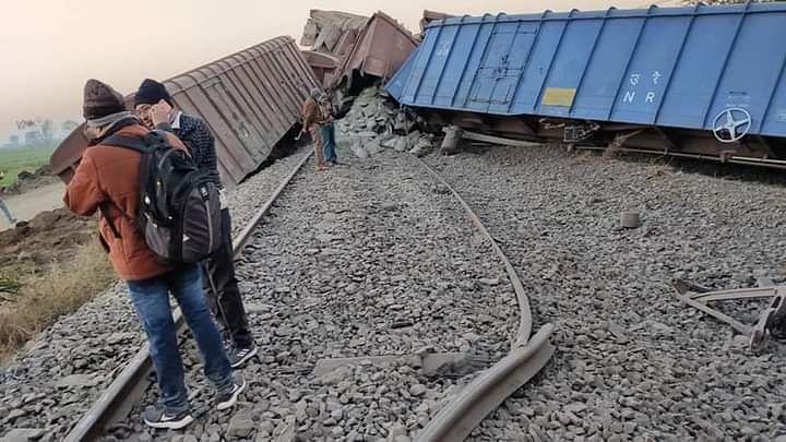 श्रीगोंदा रेल्वे स्टेशन जवळ मालगाडीचे डबे घसरले