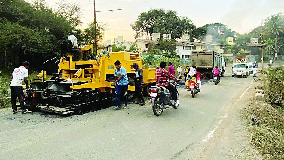 नागझिरा नाला रस्त्यावर डांबरीकरण