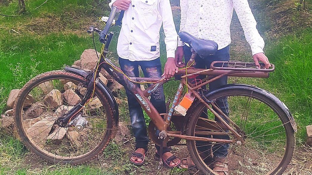 'हा' देसी जुगाड पाहून तुम्हीही हैराण व्हाल!बॅटरीवर चालणारी सायकल...