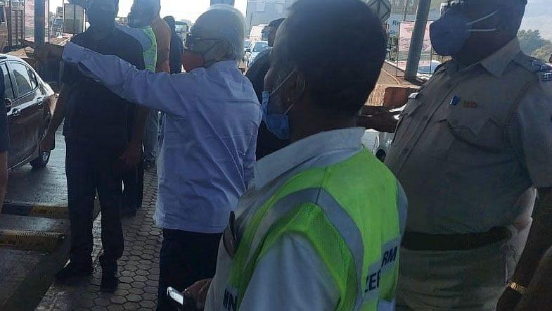 Bhujbal turns traffic cop