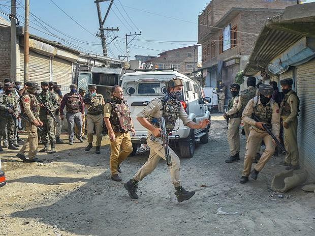 जम्मू-काश्मीर : दोन दहशतवाद्यांचं आत्मसमर्पण