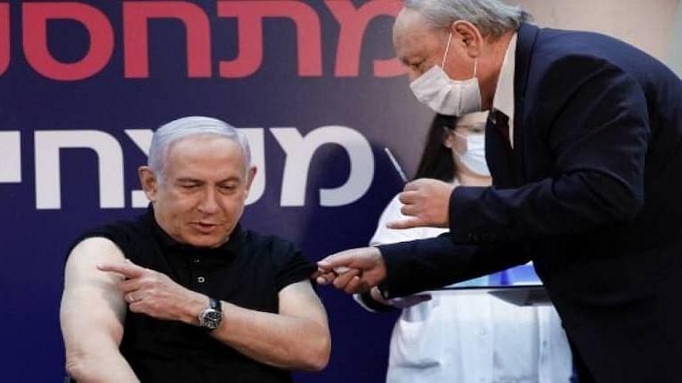 इस्रायलमध्ये लसीकरणास सुरुवात, पंतप्रधान नेतन्याहू यांनी घेतली पहिली लस