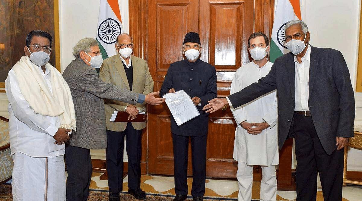 शरद पवार, राहुल गांधींसह पाच नेत्यांच्या शिष्टमंडळाने घेतली राष्ट्रपतींची भेट