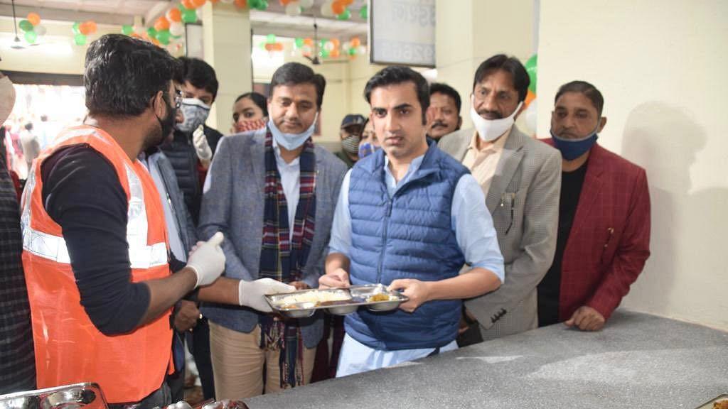 अवघ्या एक रुपयात पोटभर जेवण, गौतम गंभीरचा स्तुत्य उपक्रम