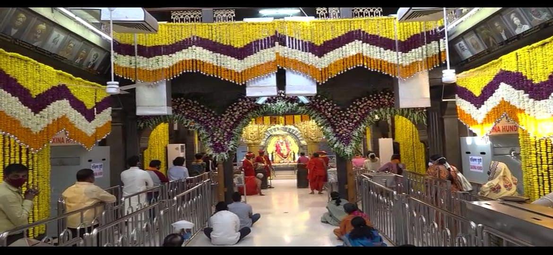 Video : शिर्डीतील साई मंदिरात आकर्षक फुलांची सजावट