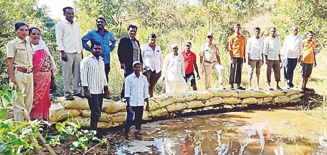 दिंडोरी : ग्रामस्थांच्या श्रमदानातून वनराई बंधारा