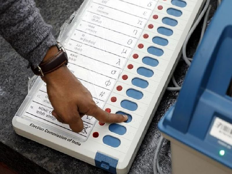 मतदान यंत्रातून उमेदवाराचे नावच गायब; पानेवाडी येथील प्रकार
