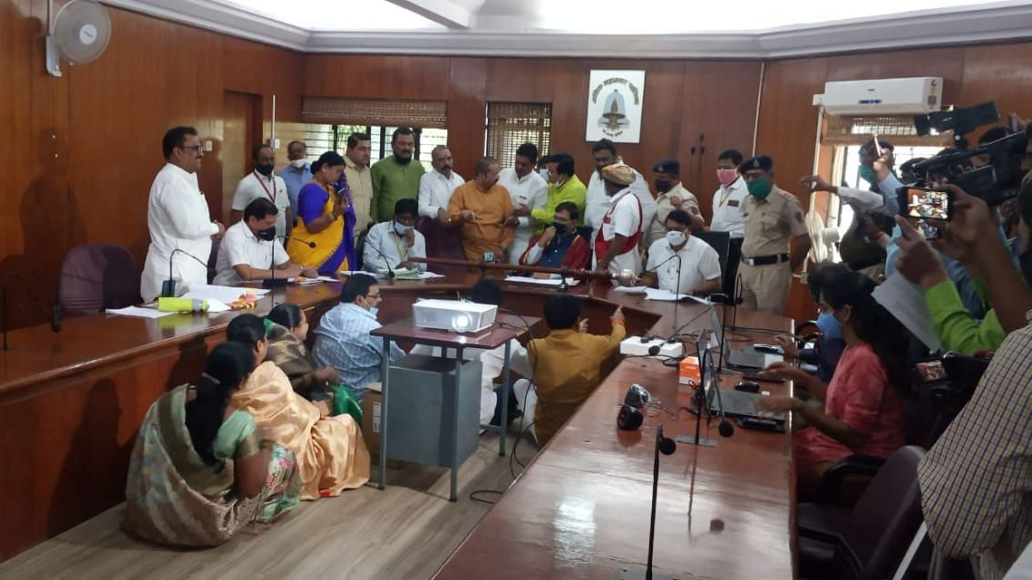 Uproar in NMC GBM over water supply issue