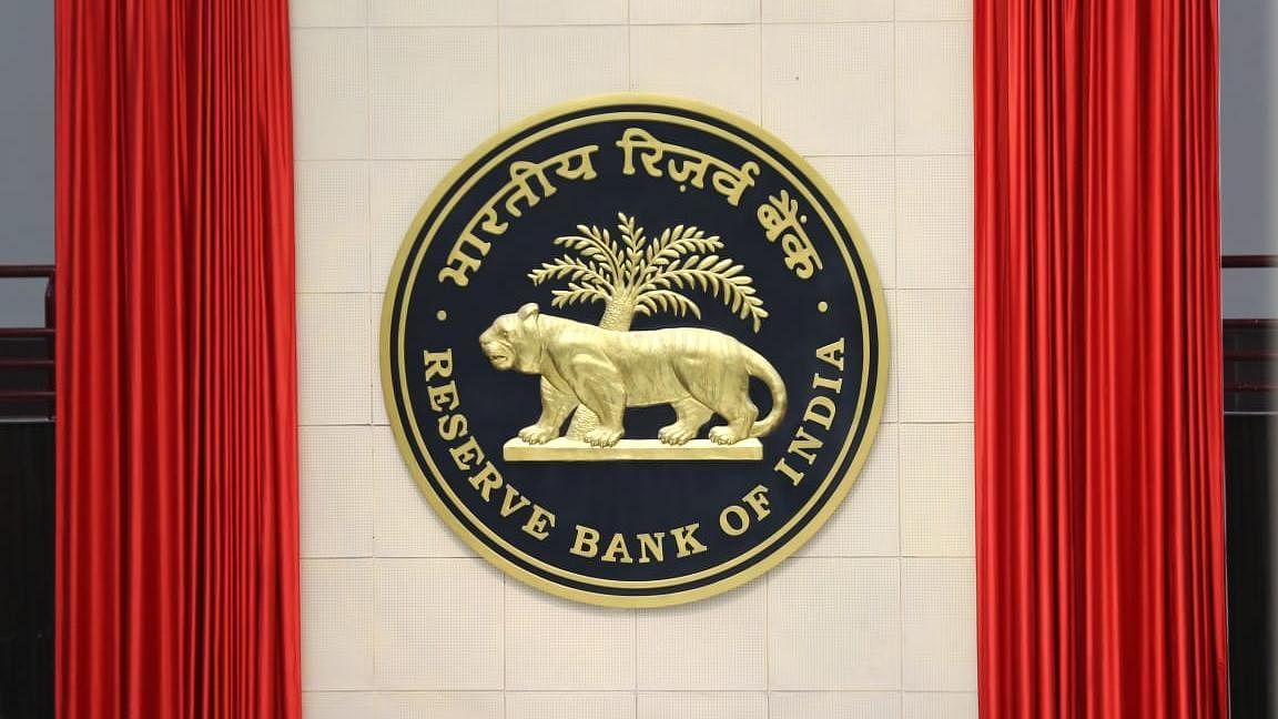बँकांची NEFT सुविधा 'या' तारखेला राहणार बंद; RBI ची माहिती
