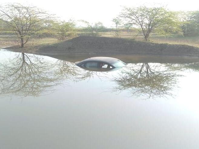 महागडी कार आढळली तलावात; गूढ उकलेना