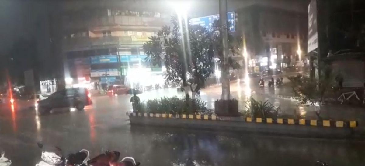 Video/Photo : नाशिकमध्ये पुन्हा अवकाळी; रस्ते पाण्याखाली, सर्वत्र धांदल