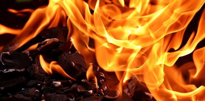 पुन्हा रुग्णालयास आग : तीन जणांचा मृत्यू