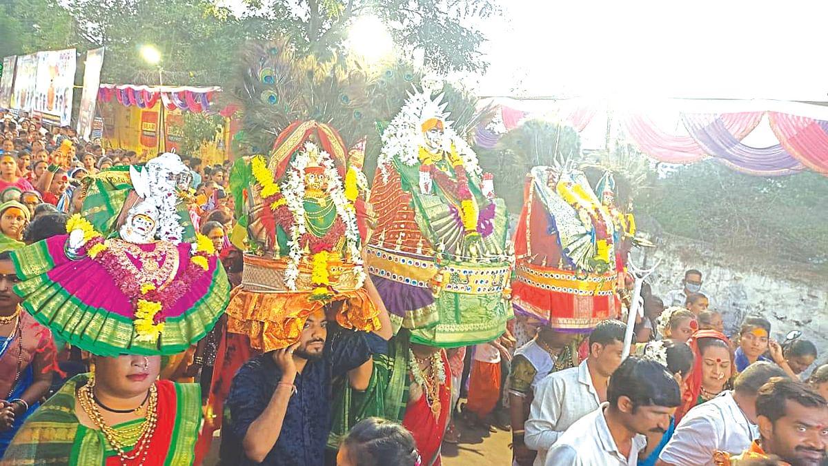 पाच पावले निघाली यल्लमा देवीची पालखी