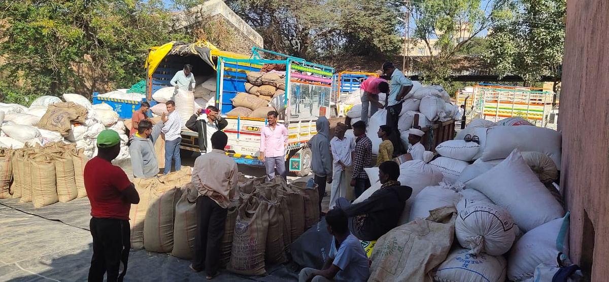 गिरणारे : आदिवासी महामंडळाच्या भात खरेदीस प्रतिसाद