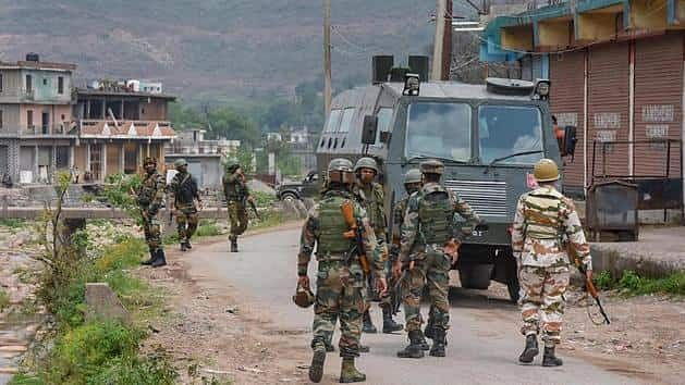 CRPF च्या तुकडीवर दहशतवादी हल्ला, दोन जवान शहीद