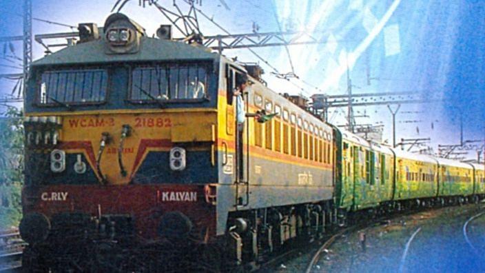 मुंबई -नवी दिल्ली विशेष गाडी सोमवारी