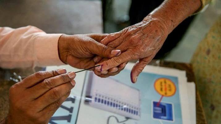 जळगाव जिल्ह्यात 687 ग्रामपंचायतीसाठी मतदान सुरू