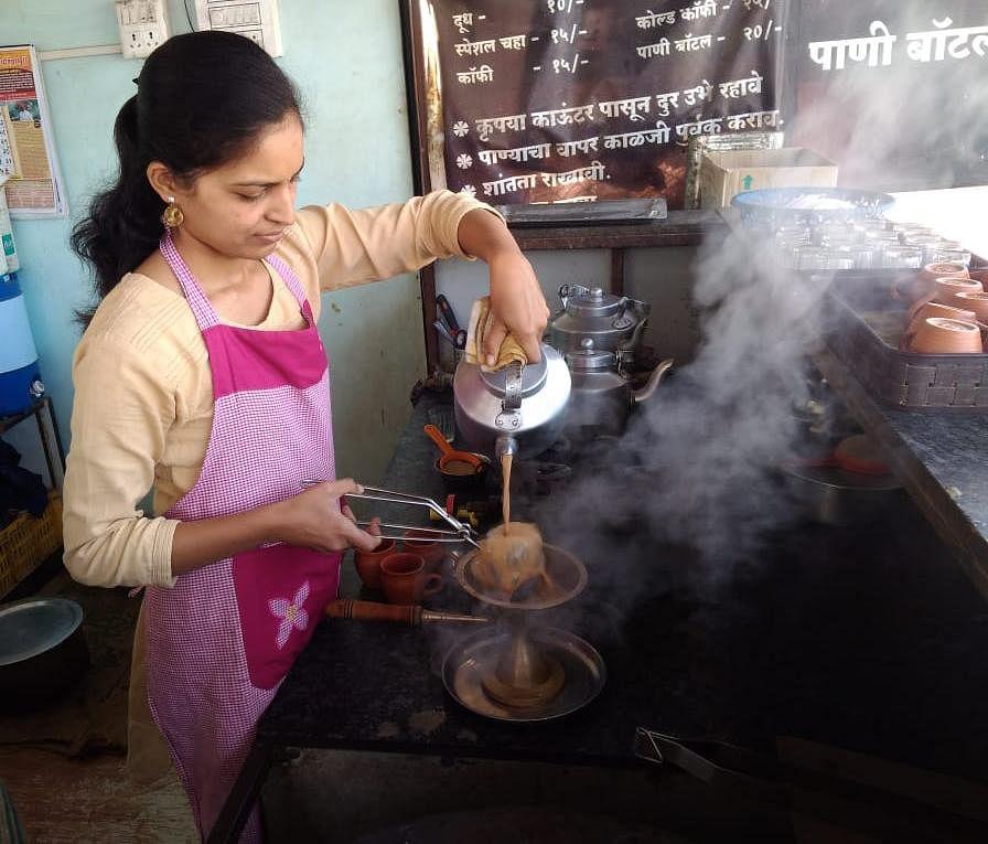 केमिकल इंजिनिअर रुपालीचा 'माणुसकीचा' चहा