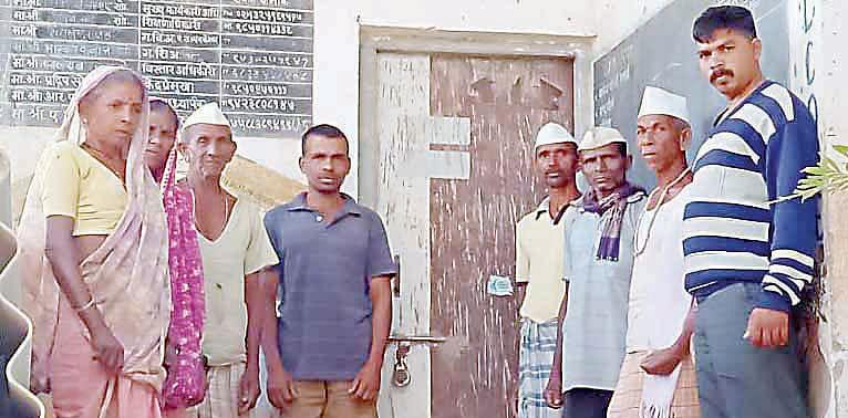 शाळेच्या दुरुस्तीचे काम रखडले; ग्रामस्थांनी दिला उपोषणाचा इशारा