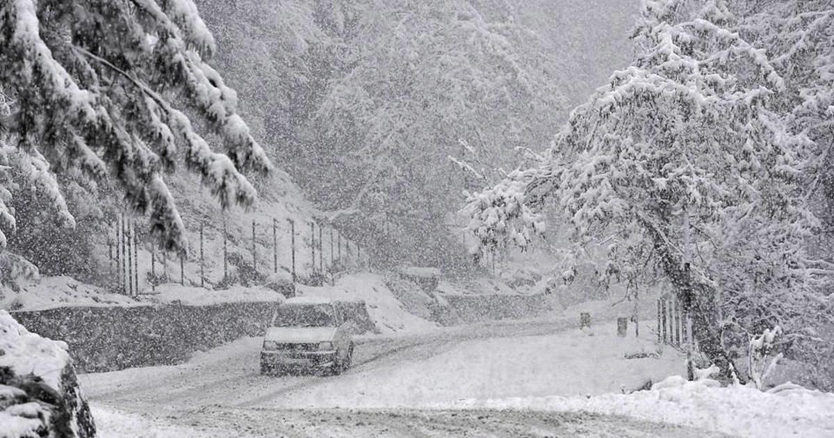 जम्मू-काश्मीरमध्ये बर्फवृष्टी