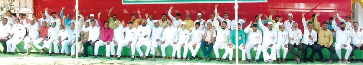 Bahujan Shetkari Sanghatana stages sit-in agitation