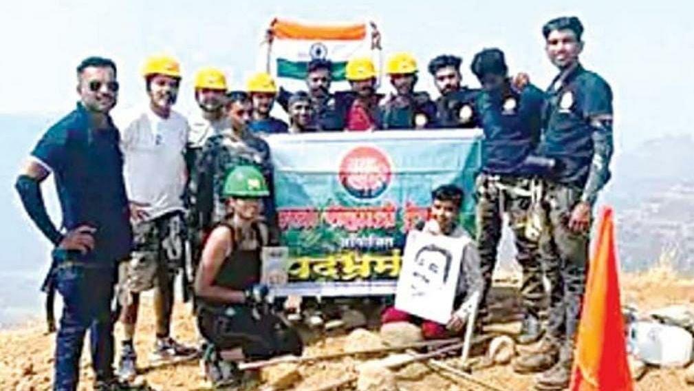 Nashik lad climbs Lingana fort summit