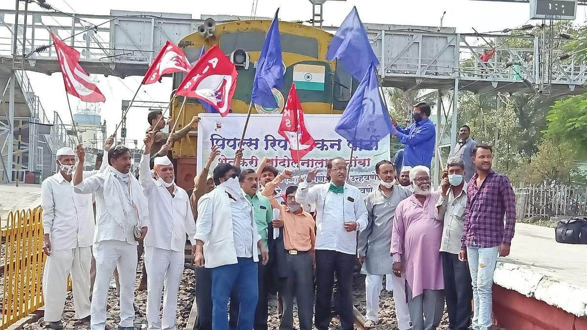 शेतकरी कृती समिती व किसान सभेच्या वतीने 'रेल रोको' आंदोलन