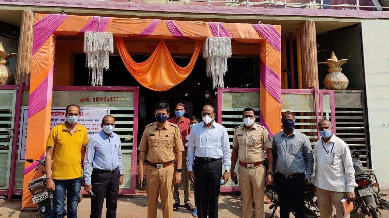 चाळीसगावात पाच मंगल कार्यालय मालकांवर गुन्ह्यांच्या अक्षदा