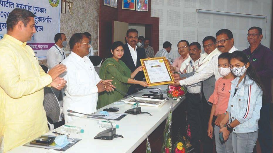 विसरवाडी ग्रामपंचायतीला जिल्हास्तरीय आर.आर.पाटील सुंदरगाव पुरस्कार