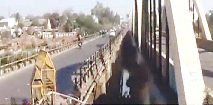 निफाड कादवा नदीपात्रावरील पूल बनला 'धोकादायक'
