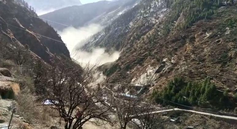 Video : उत्तराखंडमध्ये हिमकडा तुटल्याने धरणाचा बांध फुटला