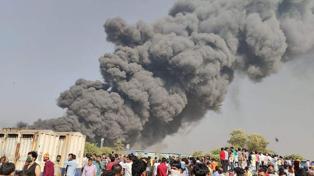 मुंबईत अग्नितांडव; मानखुर्दमधील मंडला परिसरात भीषण आग