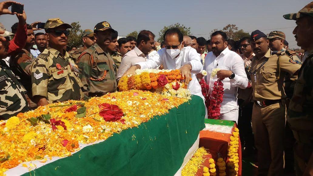वीरजवान राहुल पाटील यांच्यावर शासकीय इतमामात अंत्यसंस्कार