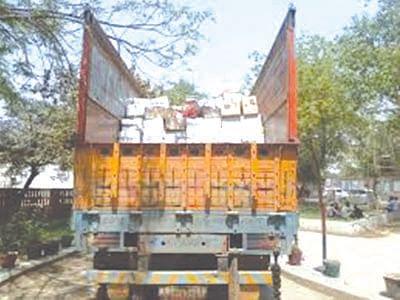 ट्रक चालकास मारहाण करून 26 लाखांच्या दारूची लूट